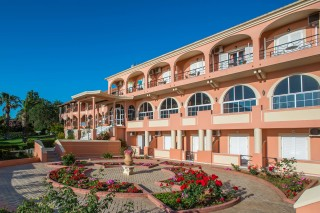 About Telonis Family philoxenia hotel corfu big complex in Ermones