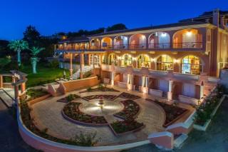 Corfu ideal hotel Philoxenia in Ermones has a big garden