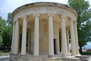 Corfu sightseeing Philoxenia hotel the Maitland neoclassical Monument in Spianada Square