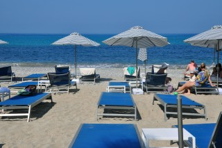 Ermones Corfu Philoxenia hotel the organized sandy beach of Ermones has umbrellas, sunbeds and chairs next to the Ionian Sea